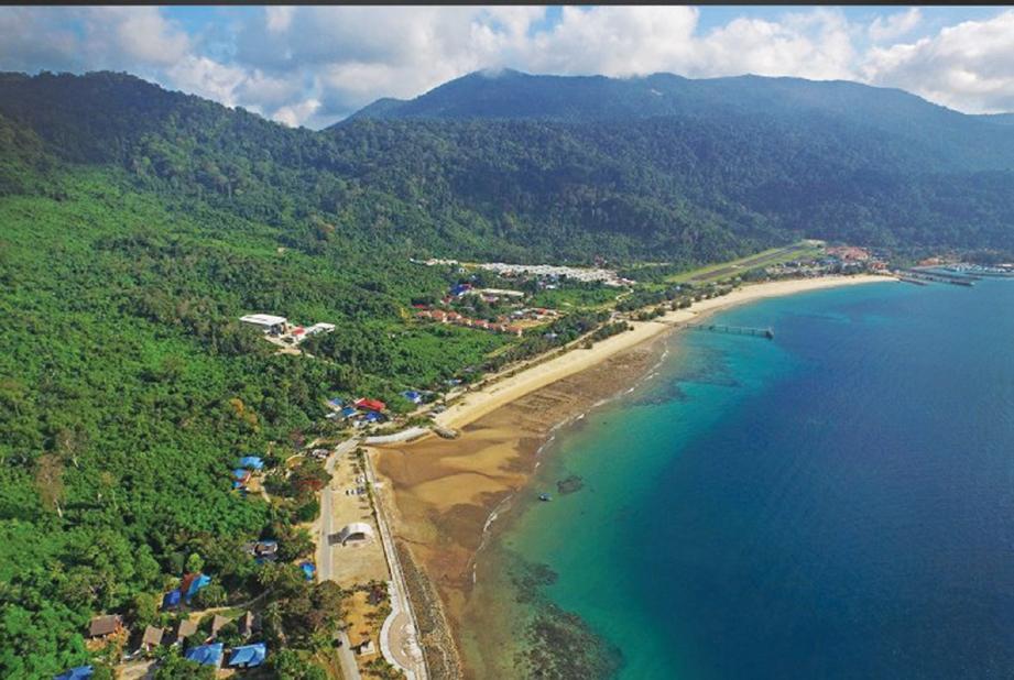 PEMANDANGAN pulau dilitupi hutan hujan tropika. FOTO Ihsan Swiss Cottage & Visit Malaysia