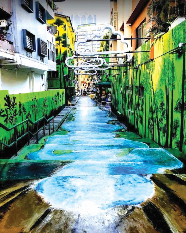 SEPERTI air terjun sebenar di Jalan Changkat.