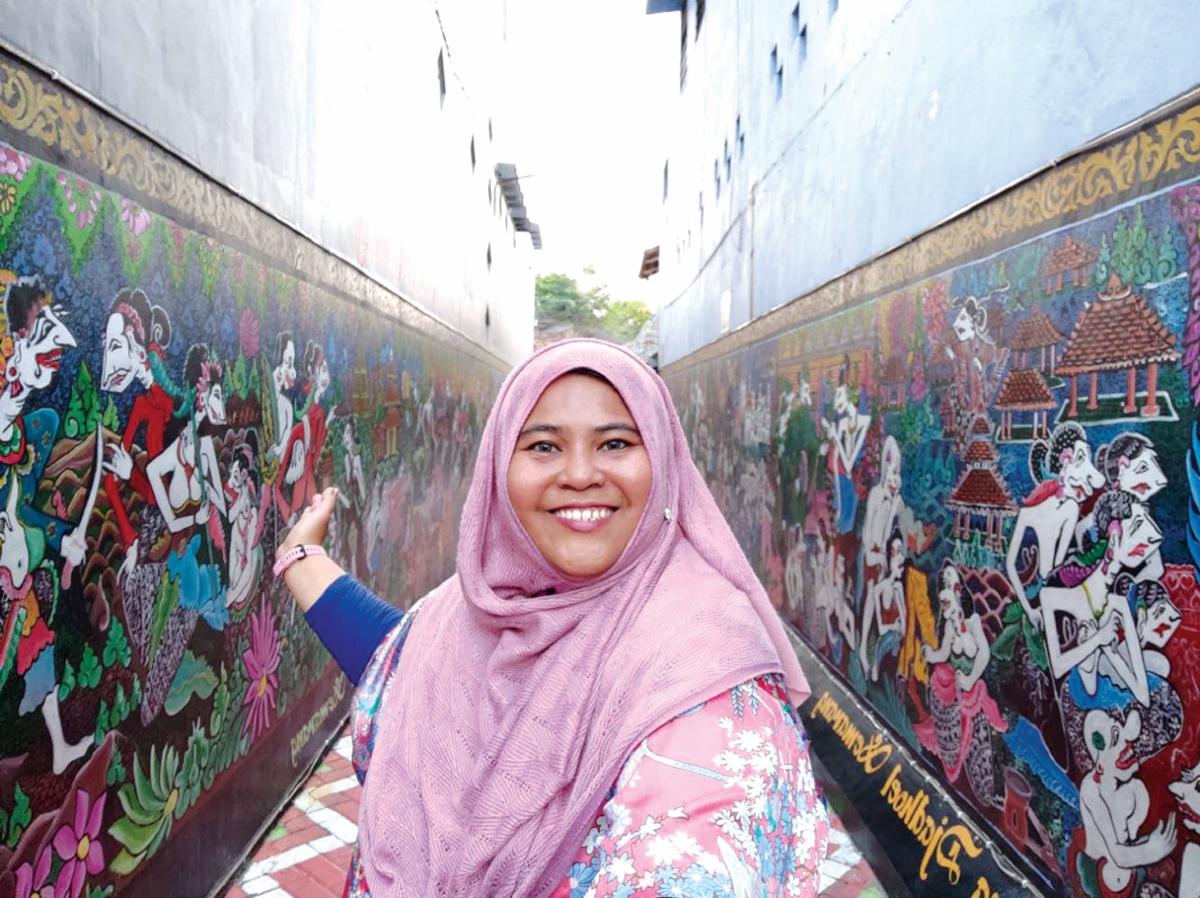 KAMPUNG Batik juga antara destinasi unik yang boleh dilawati ketika berada di Semarang.