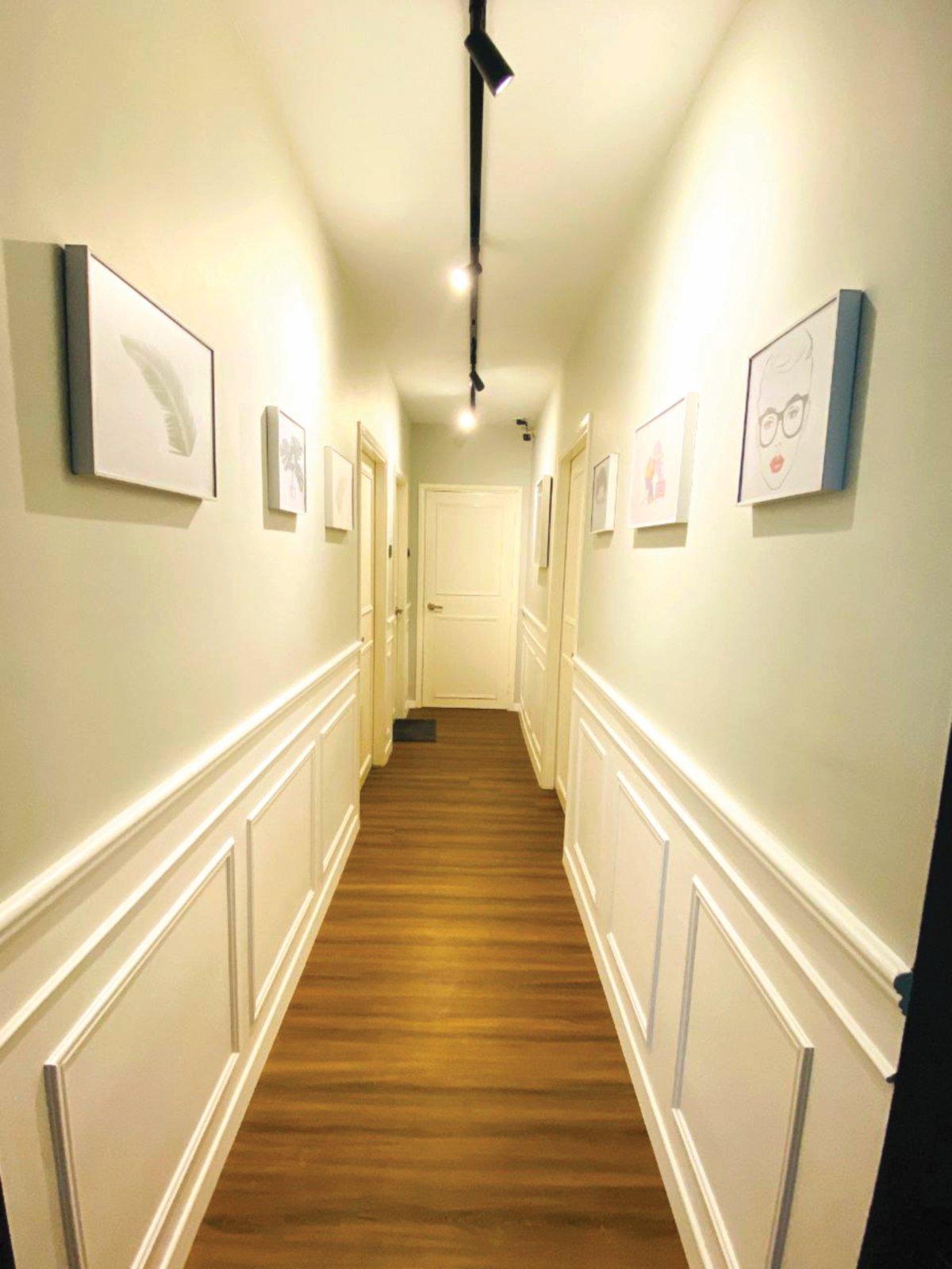 PENAL dinding yang dibuat sendiri Rafiuddin menyerikan lagi laluan ke bilik tidur.