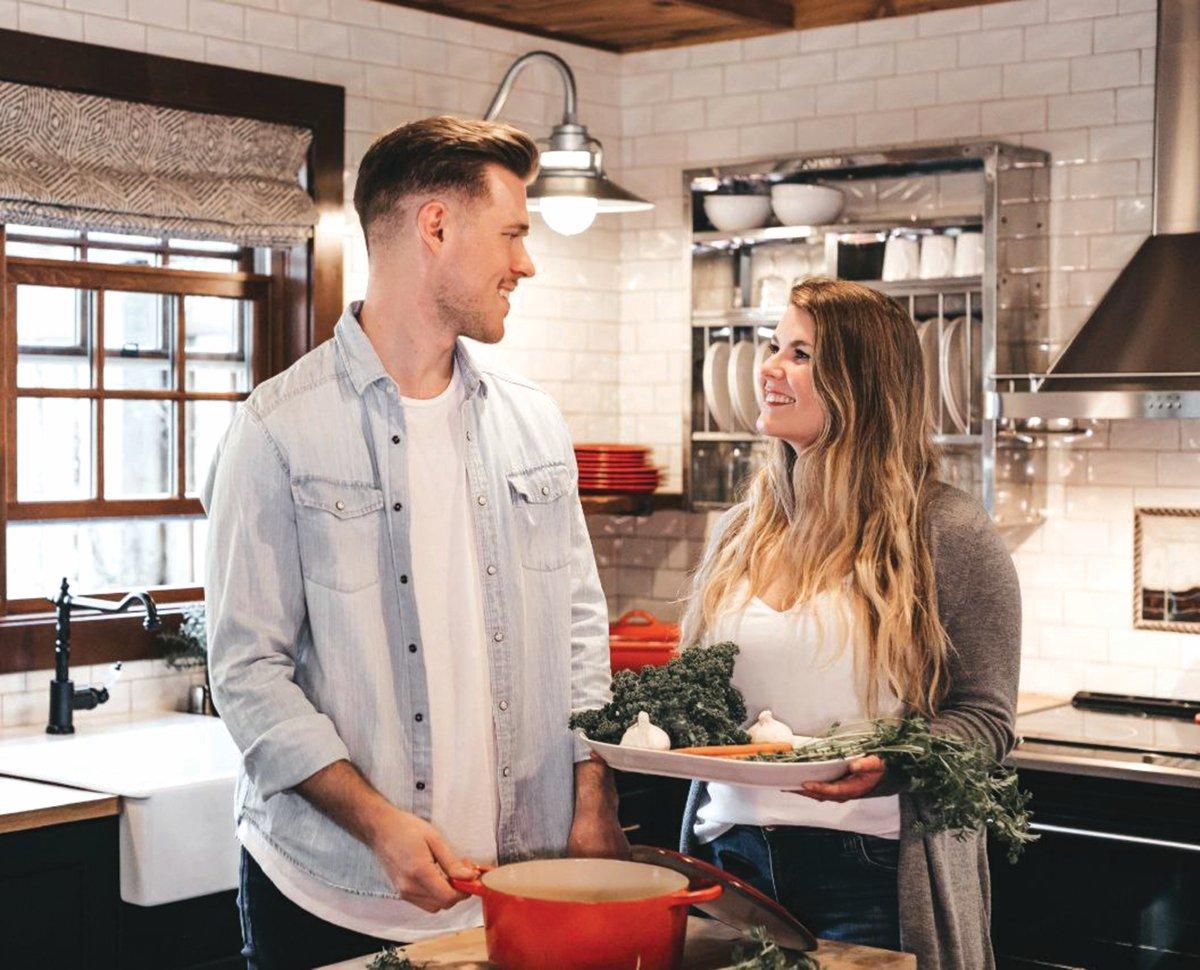 MEMBANTU isteri melakukan kerja rumah adalah salah satu bentuk ekspresi perlakuan menunjukkan rasa kasih dan menghargai pasangan. - FOTO Google