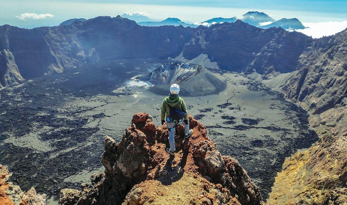KAWAH Gunung Raung jelas kelihatan jika tiada kabus. (gambar hiasan).