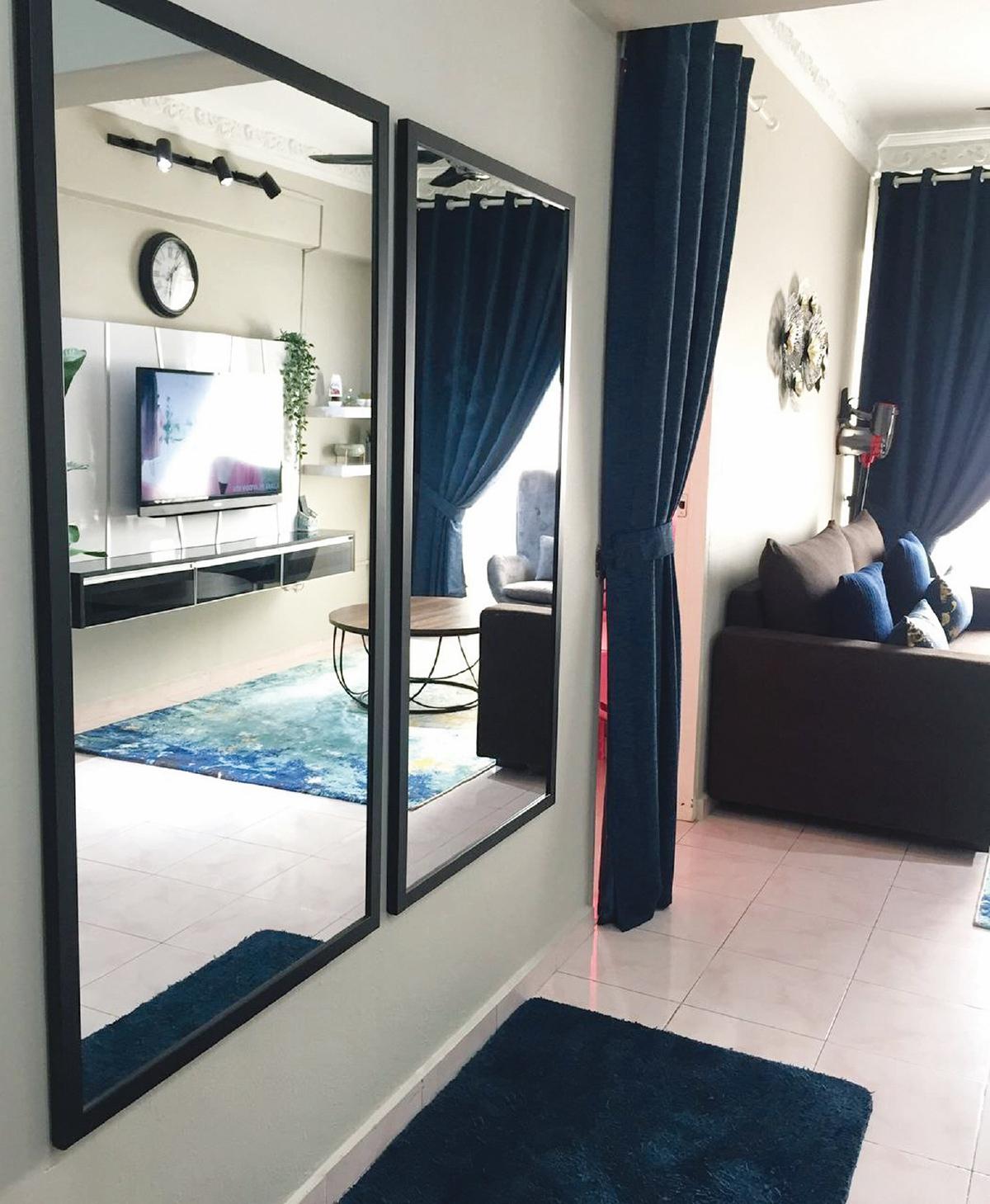 CERMIN bukan sekadar hiasan, tetapi bantu menampakkan ruang tamu lebih luas.
