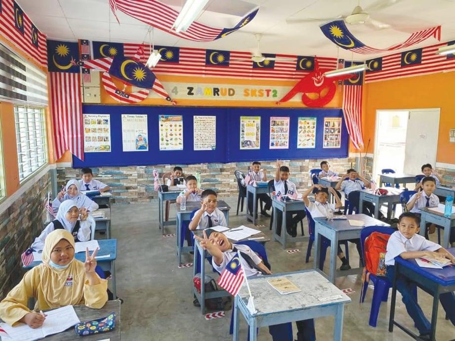 MURID ceria ke sekolah dengan suasana kelas yang selesa.