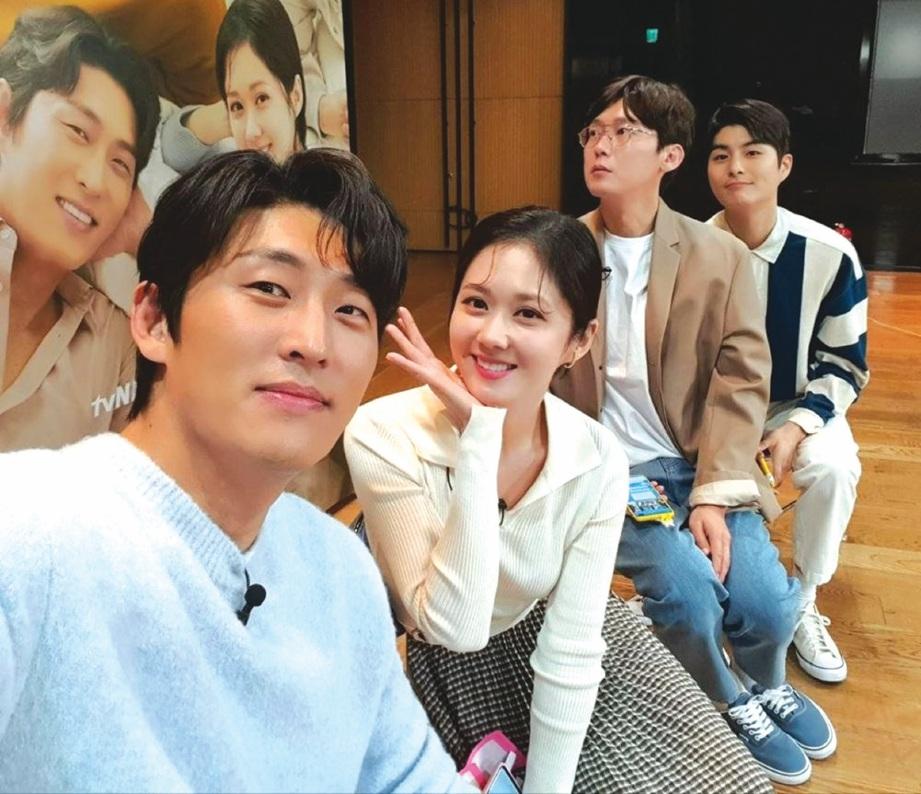 ANTARA pelakon yang menjayakan siri Oh My Baby (dari kiri) Go Joon, Jang Na Ra, Park Byung Eun dan Jung Gun Joo.