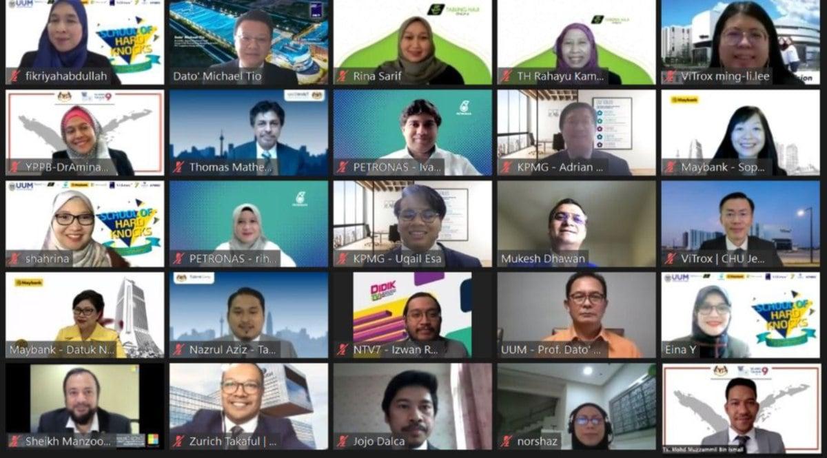 ANTARA wakil industri, ketua jabatan, pensyarah dan pelajar yang memeriahkan majlis pelancaran dan penyerahan watikah secara dalam talian.