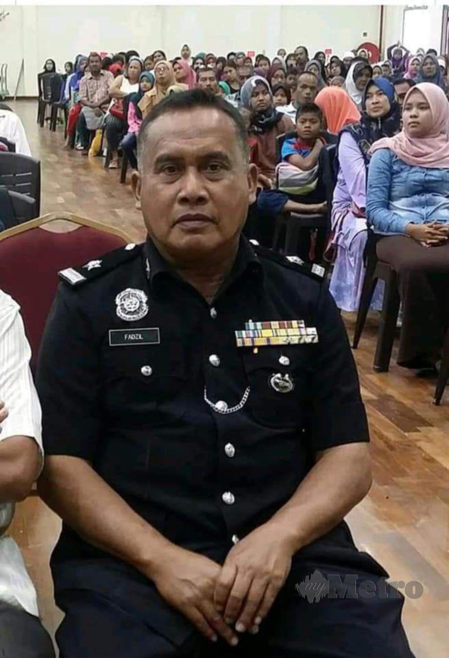 POLIS berpangkat Sub Inspektor, Fadzil Ahmad, 60, meninggal dunia selepas selesai solat Maghrib di Masjid Al-Wajdi Bukit Selambau, Sungai Petani, semalam. FOTO Ihsan Pembaca