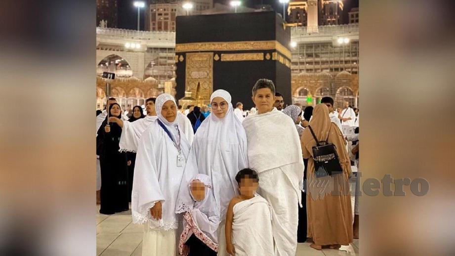 NUR Sajat (tengah berdiri) ketika melakukan umrah di Tanah Suci. FOTO Instagram