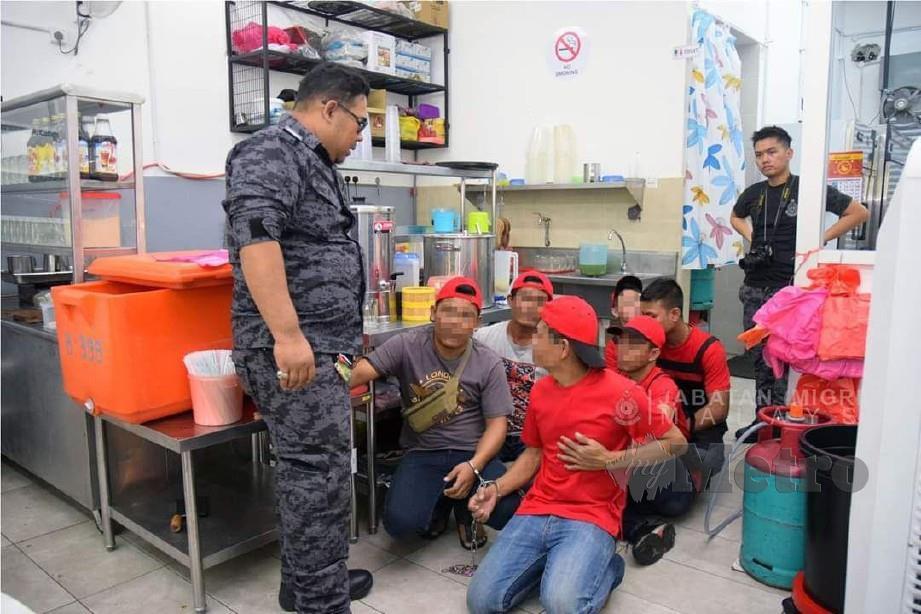 ANTARA PATI yang ditahan dalam serbuan Operasi Bersepadu dilakukan JIM Putrajaya di lapan premis sekitar Puchong, Selangor, hari ini.