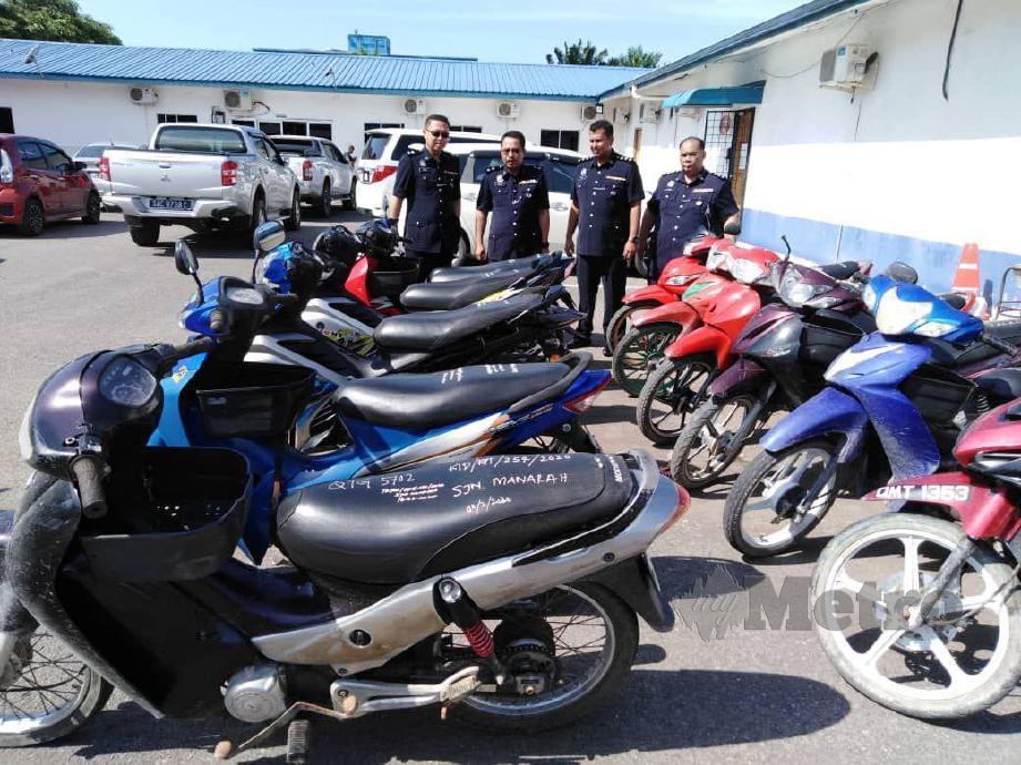 KESEMUA 12 motosikal curi yang berjaya ditemui semula. FOTO Erika George
