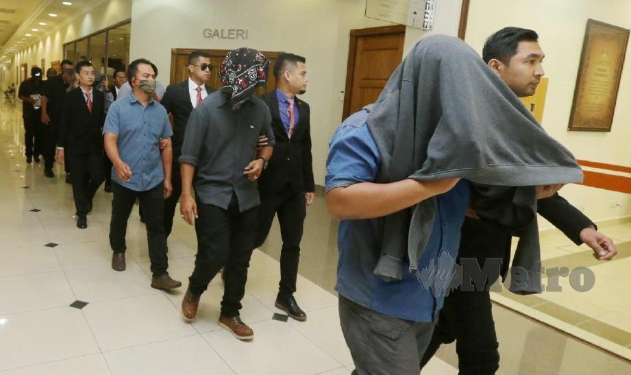 ANTARA anggota yang ditanggap atas pertuduhan meminta rasuah dan melakukan pemerasan membabitkan penyeludupan rokok pada 19 September lalu.