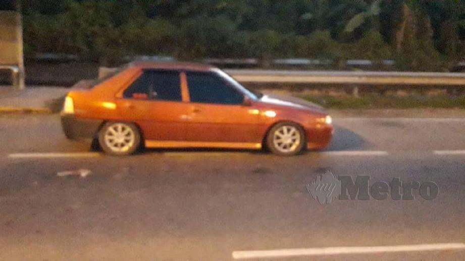 KERETA yang dipandu suspek turut ditahan untuk siastaan kerana ingkar arahan PKP ketika sekatan jalan raya di Kota Kinabalu. FOTO Juwan Riduan