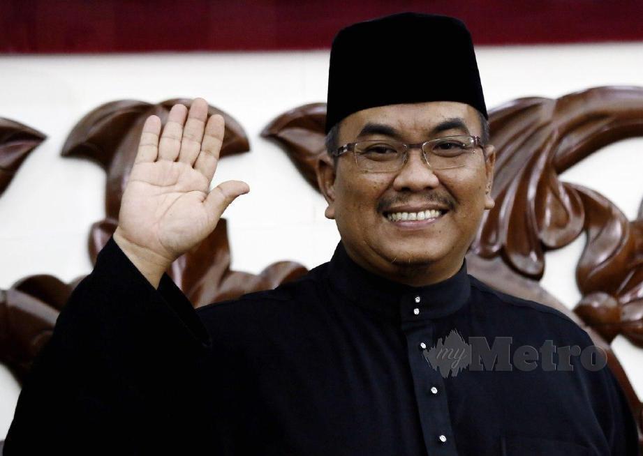 ADUN Jeneri, Muhammad Sanusi Md Nor selepas mengangkat sumpah sebagai Menteri Besar Kedah yang ke-14 di Wisma Darul Aman. FOTO Amran Hamid