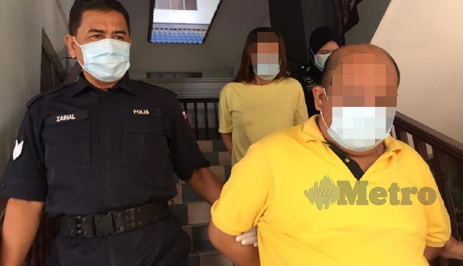 Pasangan suami isteri tidak mengaku salah di Mahkamah Sesyen Ayer Keroh atas tuduhan memperdagangkan wanita. FOTO AMIR MAMAT