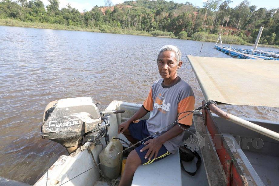 Pemandu bot di Tasik Chini, Awang Kasim.STR/MOHD RAFI MAMAT