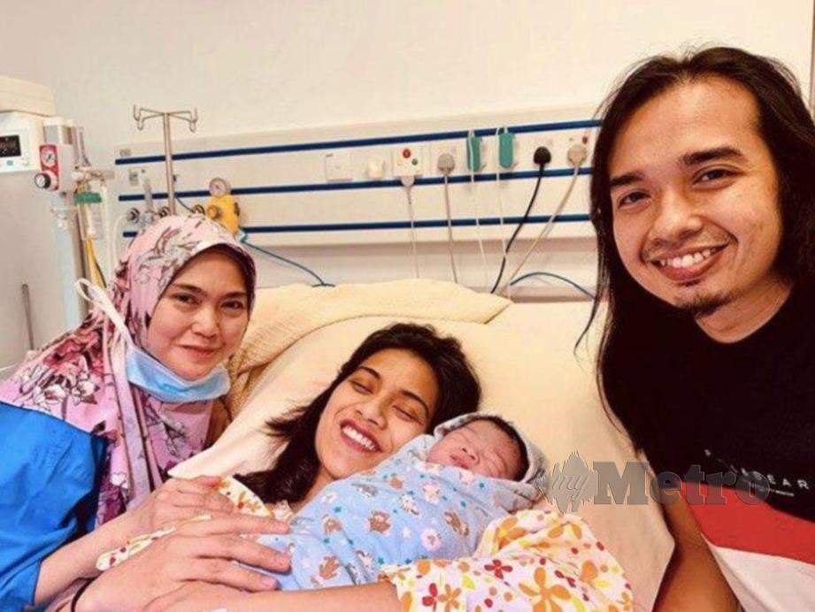 RODY bersama Niena dan bayinya.