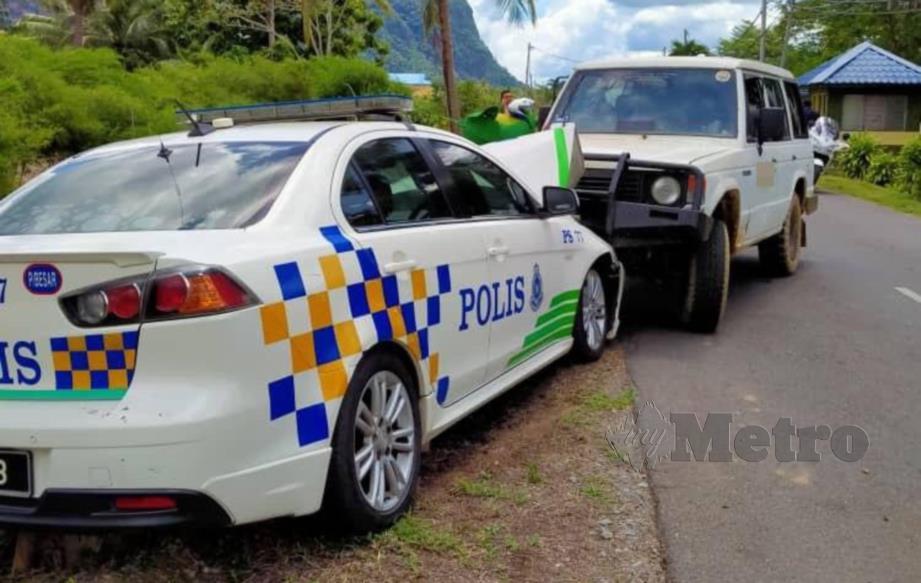 PACUAN empat roda milik penyeludup ketum yang merempuh kenderaan polis di Felda Mata Ayer, Padang Besar, hari ini. Foto Ihsan Pembaca