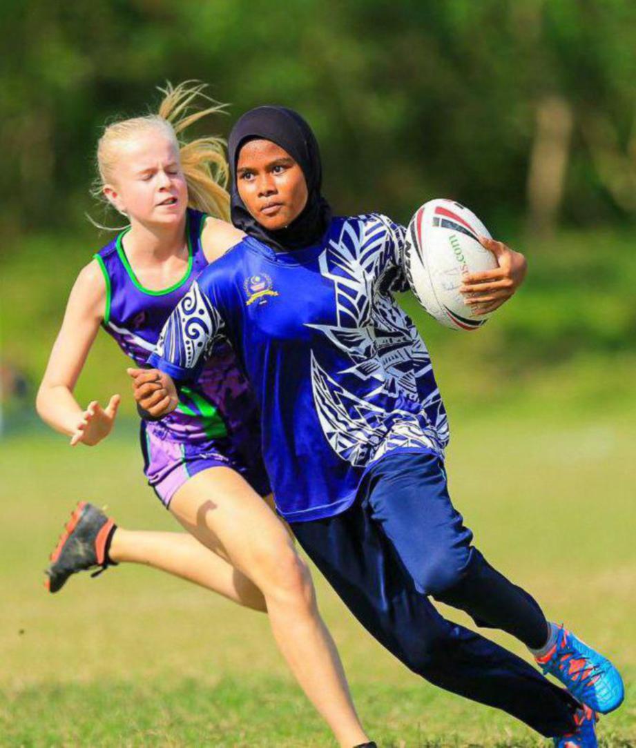 LINCAH dan laju pergerakan Nurul Ain menjadikannya antara pemain ragbi remaja terbaik.