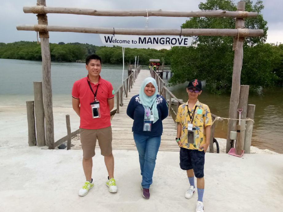 PENULIS (tengah) bersama rakan media yang berkesempatan singgah di Pulau Bintan. FOTO Ihsan Treasure Bay Bintan