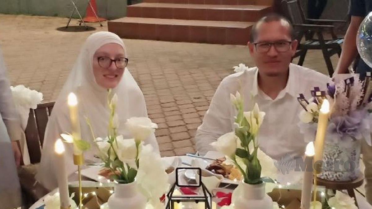 Giovanna Khadija bersama suami ketika sambutan hari lahirnya, semalam.