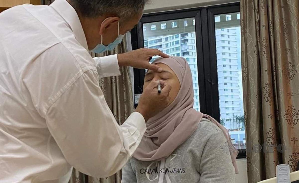 Sharifah menjalani pembedahan membuang ketumbuhan lemak atau cyst di bahagian mata kirinya, baru-baru ini. FOTO NSTP