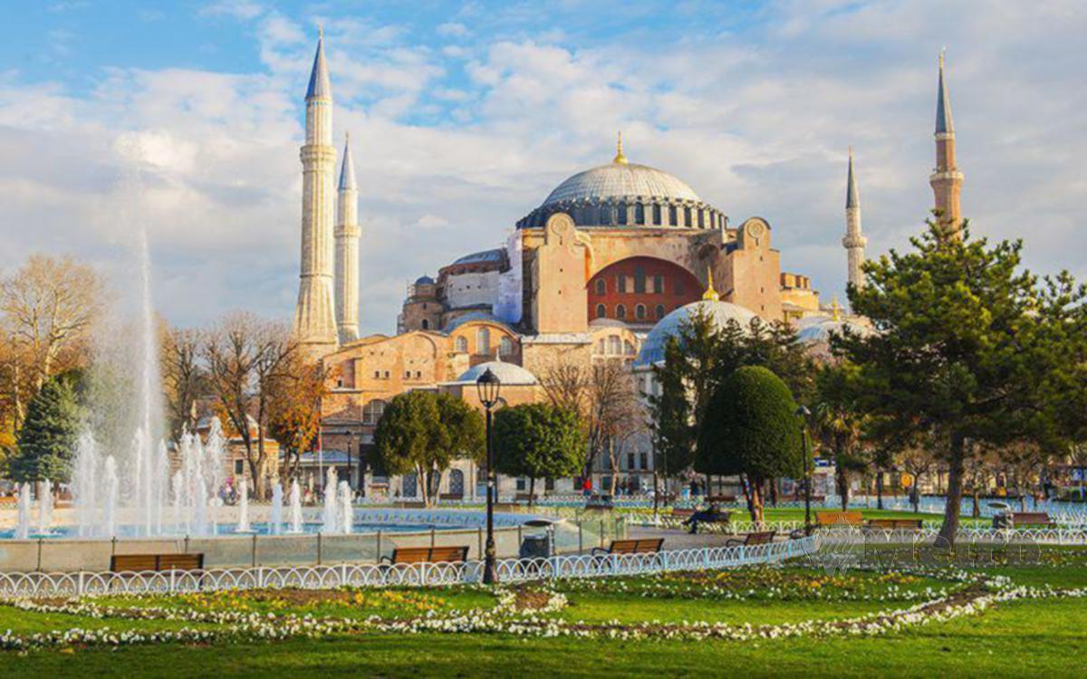 KEINDAHAN Masjid Hagia Sophia.