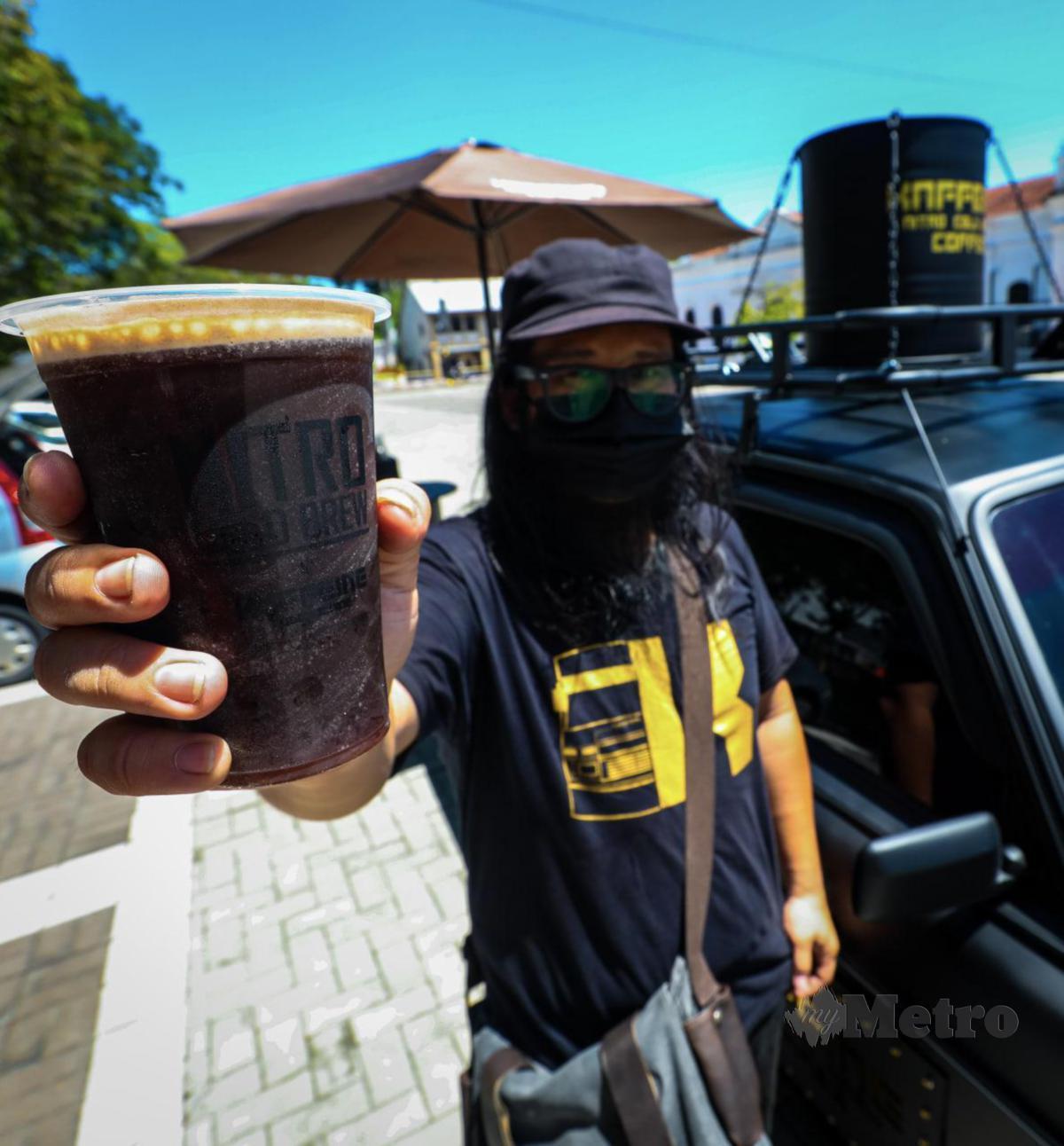 SAFWAN bersama kopinya.