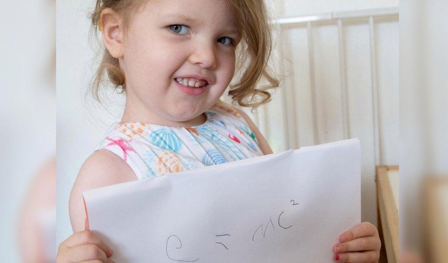 OPHELIA yang mempunyai tahap IQ lebih tinggi daripada Einstein. FOTO SWNS.com