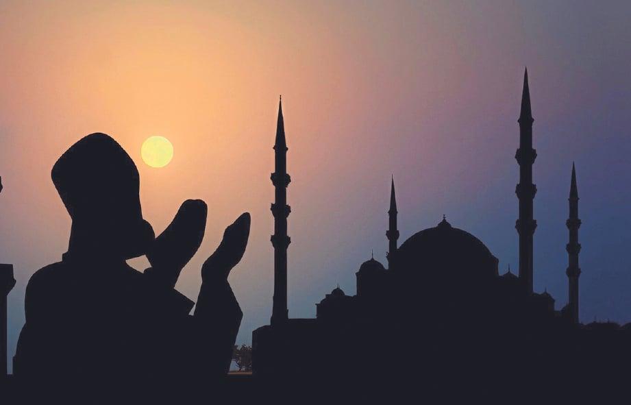 TINGKATKAN amal ibadat pada bulan Ramadan.