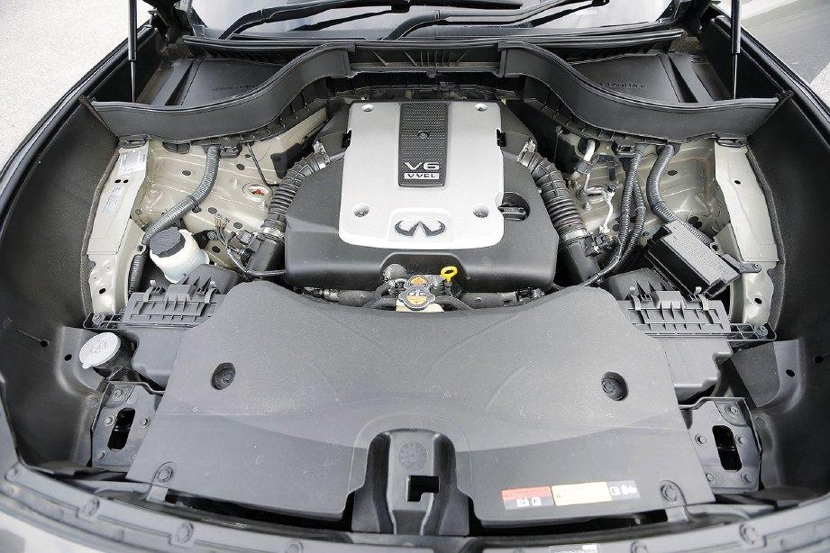 ENJIN 3.7 liter V6 berprestasi.