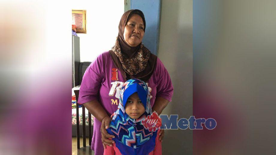 Qistina bersama neneknya, Fabilah. FOTO Noor Azurin Mohd Sharif