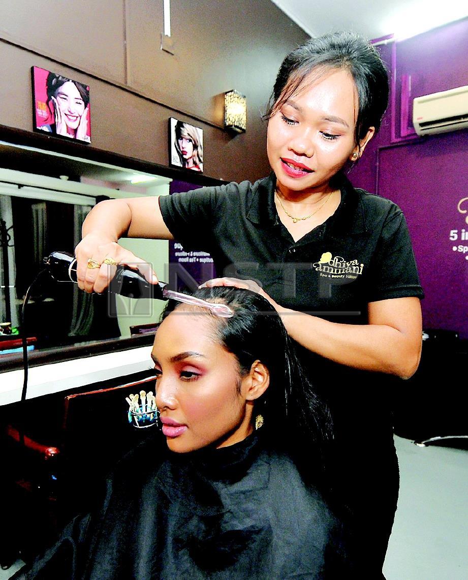 MESIN ultrasonik digunakan antara proses dalam rawatan rambut.