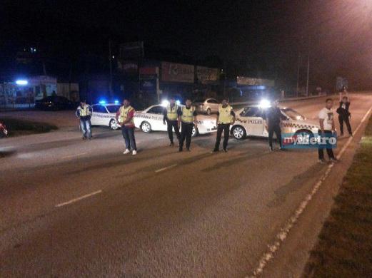 SATU daripada lima sekatan jalan raya yang dibuat polis. FOTO Mohd Rizal Abdullah