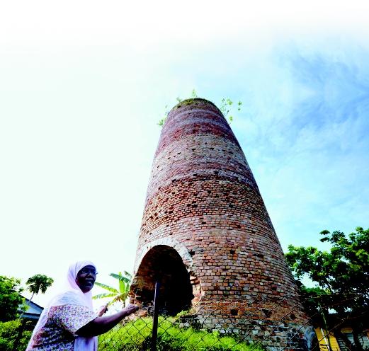 Halimah Jaafar Ali, 80, menunjukkan tapak pembakaran kabait ketika Perang Dunia Kedua di Tanjung Bakong, Kampar.