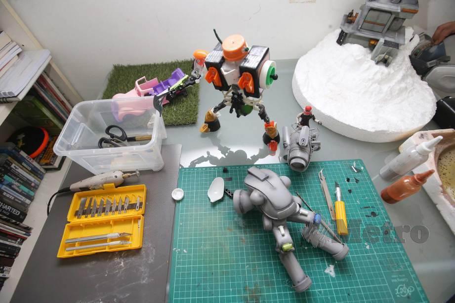 PERALATAN digunakan untuk membuat robot. FOTO Nurul Shafina Jemenon
