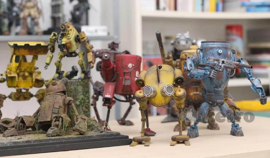 ANTARA robot DIY dihasilkan Fahmy dan Mohd Hafiz. FOTO Nurul Shafina Jemenon