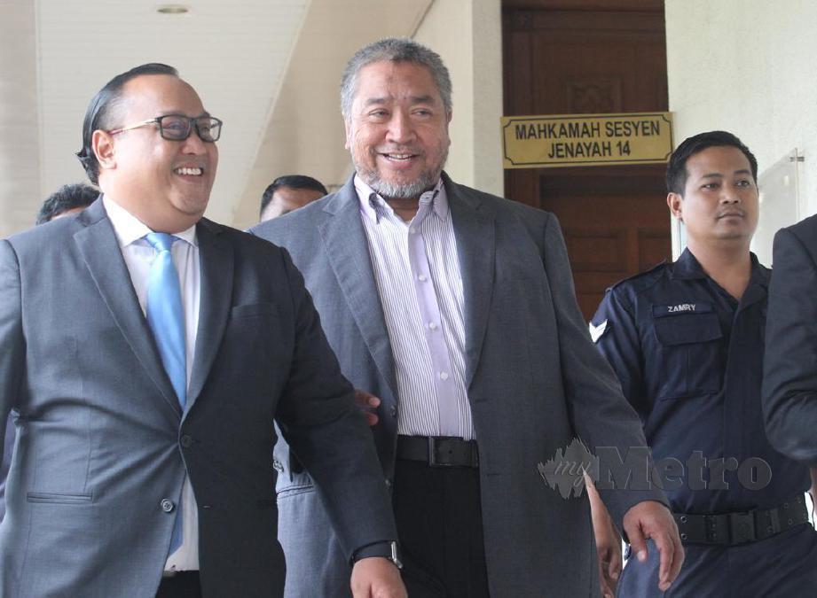 ROHAIZAT (tengah) ketika hadir di Mahkamah Sesyen Kuala Lumpur, hari ini. FOTO Rosdan Wahid.