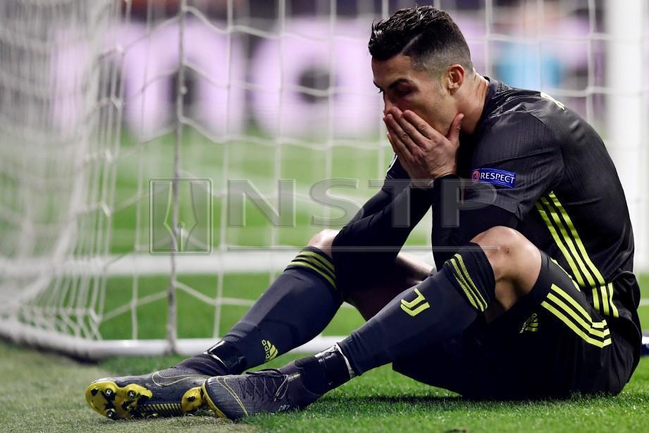 RONALDO gagal membantu kemenangan Juventus pada aksi pertama, pusingan 16 terakhir Liga Juara-Juara. - FOTO AFP