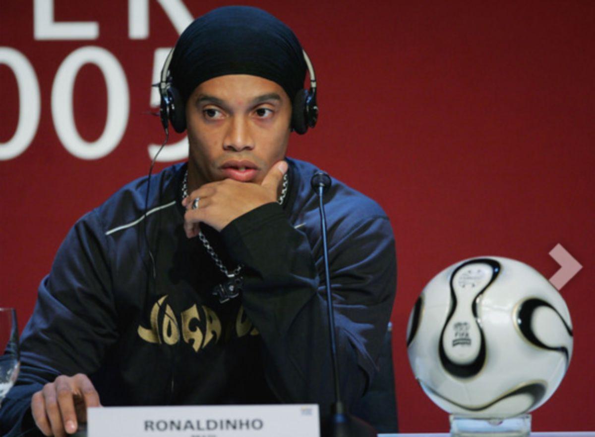 Ronaldinho dikuarantin di hotel Belo Horizonte. FOTO AGENSI