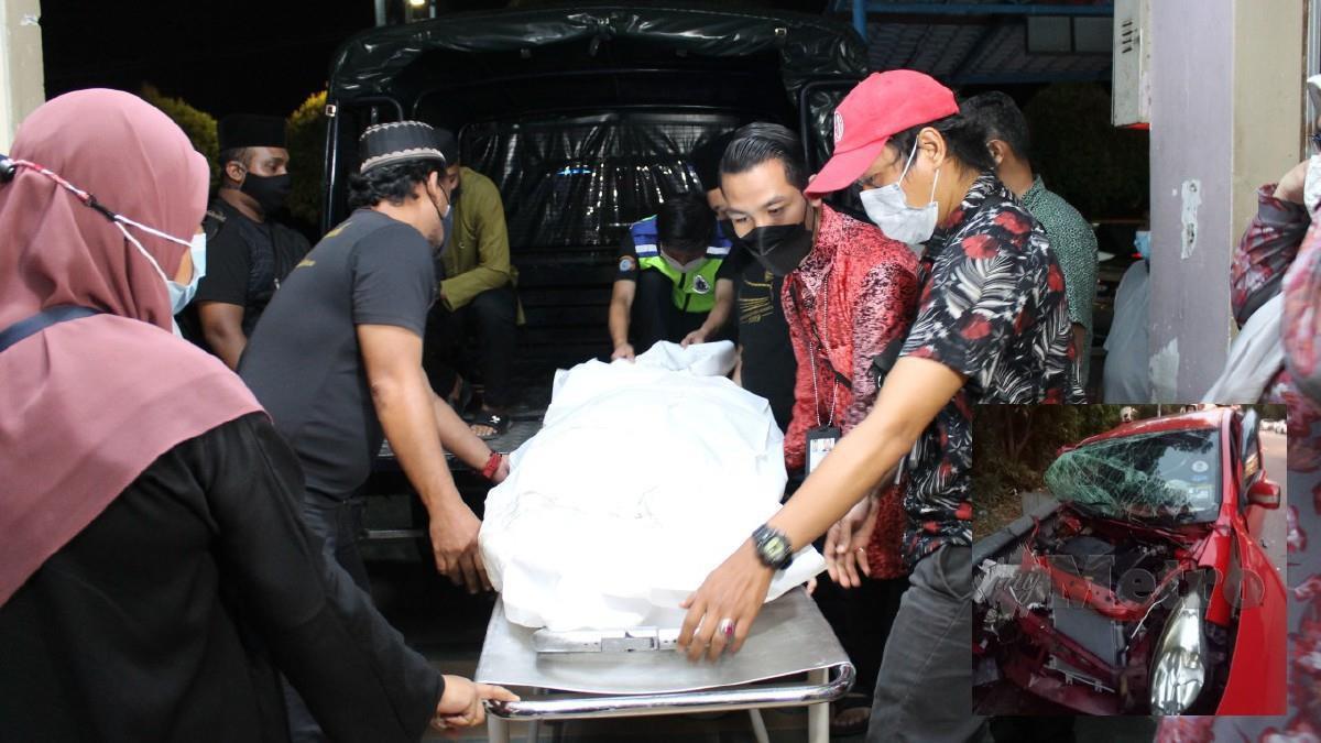 Rakan sekerja membantu mengangkat mayat mangsa sebaik tiba ke Jabatan Forensik HTJ, Seremban. (Gambar kecil) Keadaan kereta mangsa yang terbabit dalam kemalangan petang hari ini. Foto Mohd Amin Jalil dna Ihsan PDRM