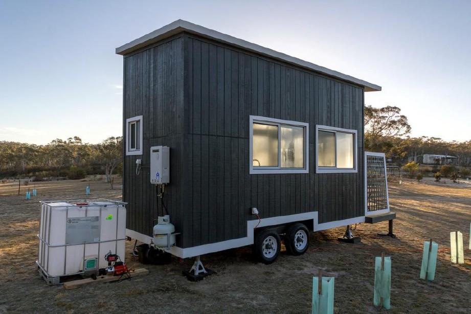TALLAROOK Tiny Home binaan direka untuk menempatkan tiga orang.