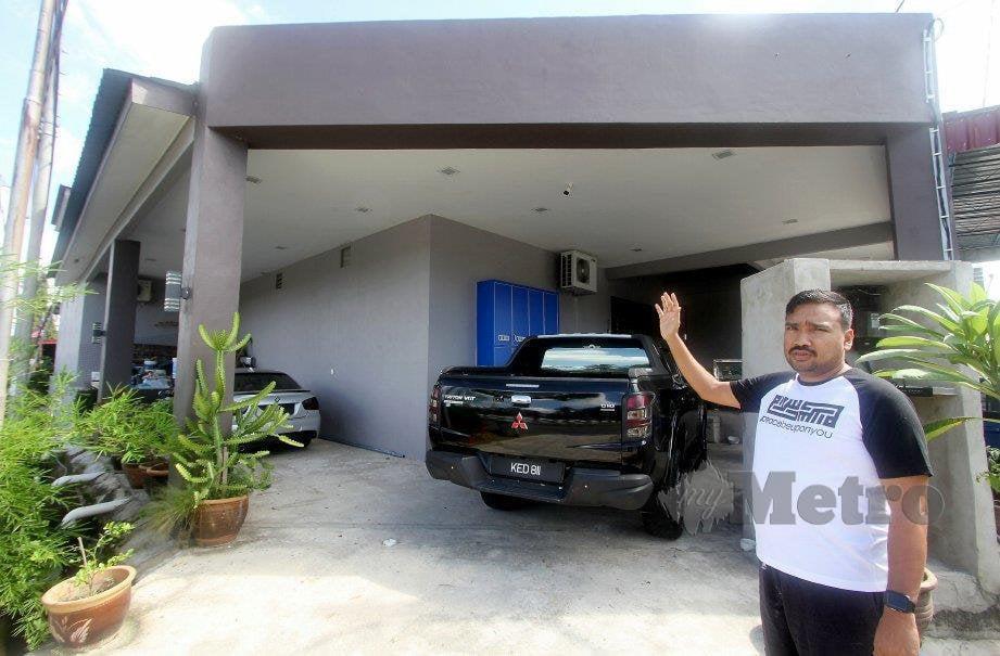 MOHAMMAD Hanif menunjukkan rumahnya yang dibina tanpa tingkap. FOTO Bernama