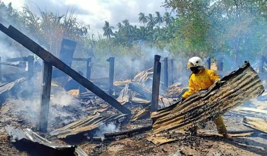 RUMAH mangsa yang musnah dalam kejadian kebakaran di Jalan Kebun Sapi, Kampung Kalabakan. FOTO Ihsan Bomba Sukarela Kalabakan