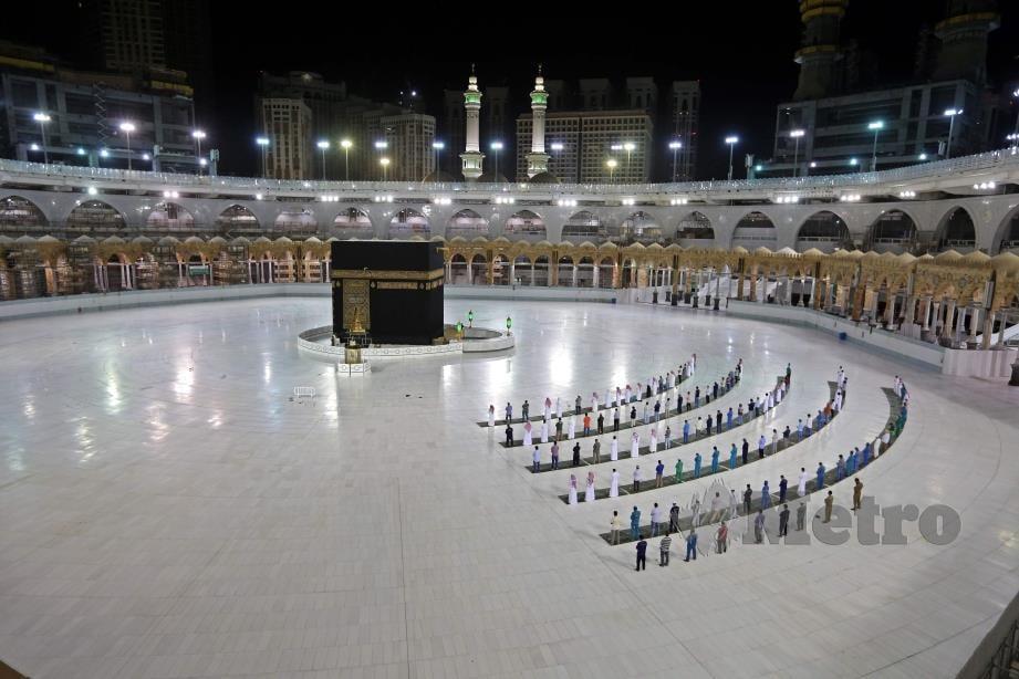 ARAB Saudi membenarkan sekitar 1,000 jemaah dari pelbagai negara yang sudah berada di negara berkenaan untuk mengerjakan ibadah haji tahun ini. FOTO AFP