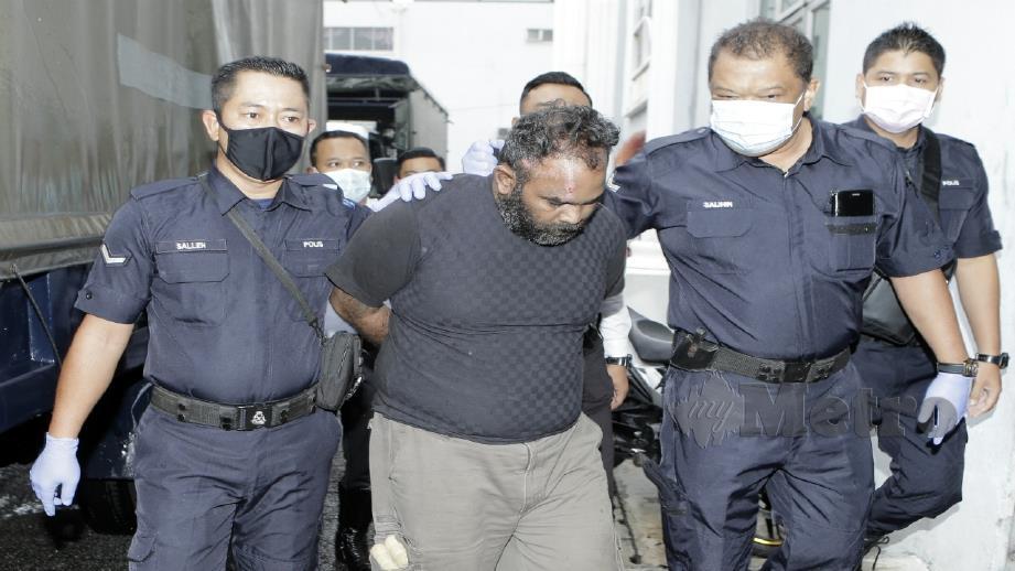 K Kalaichelvan dibawa ke Mahkamah Majistret Kajang. FOTO AIZUDDIN SAAD