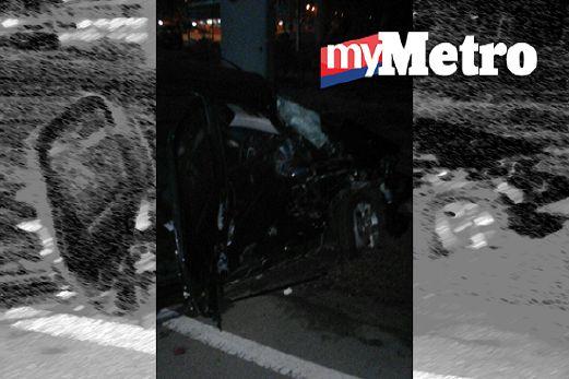 KEADAAN kereta dinaiki dua beranak selepas dipercayai dirempuh treler. FOTO Abnor Hamizam Abd Manap