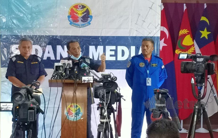 MOHD Zubil mengadakan sidang media khas pencerobohan bot  nelayan asing. FOTO Samadi Ahmad