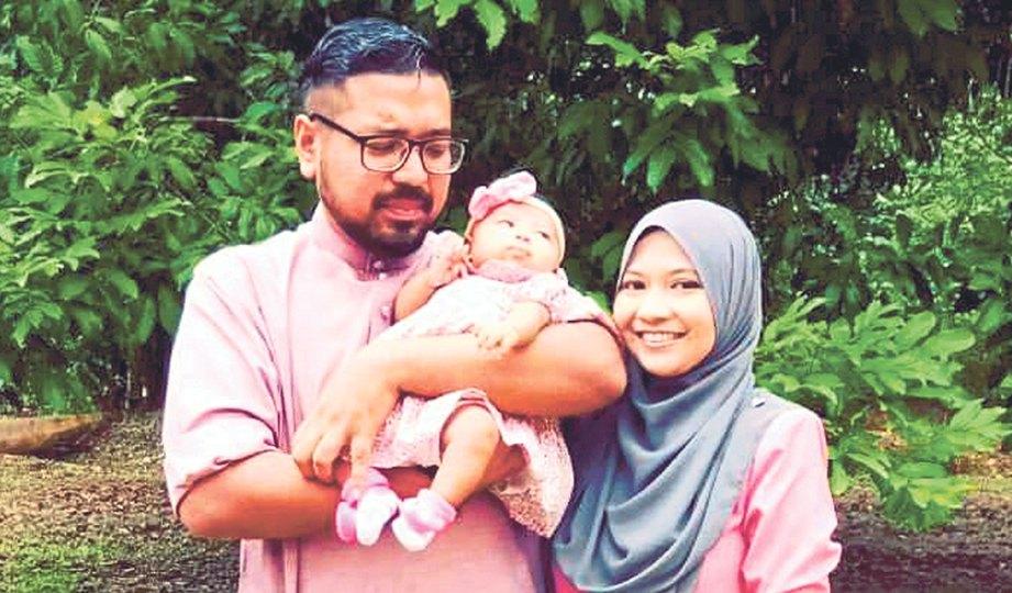 MOHD Hafiz bersama isteri dan anaknya.