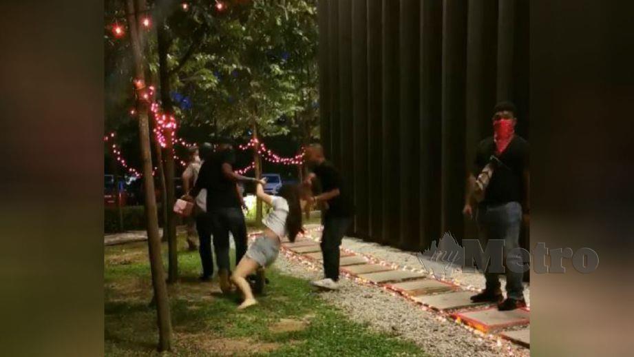 RAKAMAN video menunjukkan wanita ditarik tiga lelaki. FOTO tular media sosial