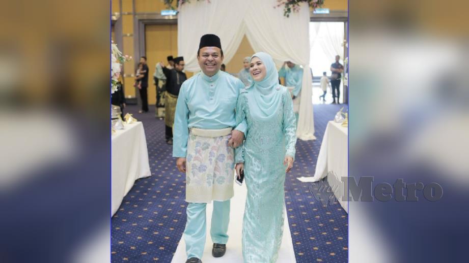 Ibu dan bapa Fatheen Afiqah berlakon menjadi pengantin berikutan menantunya dimasukkan ke hospital pada hari persandingan Ahad lalu. FOTO Ihsan Pembaca